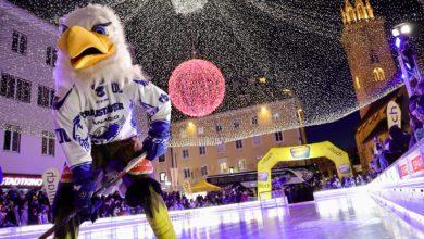 """Bild von Grandiose Flugshow der  """"Adler"""" im Herzen der Stadt"""